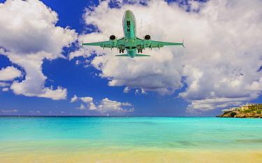 Jet coming in for landing close to beach, Maho Beach, Sint Maarten, Caribbean