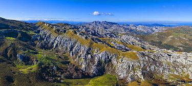 Mountain view from Los Machucos o Collßu Espina, Cantabria, Spain