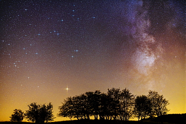 Milky Way with Mars visible at bottom left and light pollution from nearby cities despite altitude, Jura Mountains, France