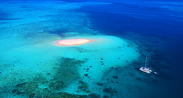 Boat near sand island, Beaver Cay, Great Barrier Reef, Queensland, Australia