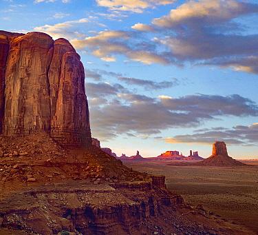 Buttes in desert, Monument Valley Navajo Tribal Park, Utah