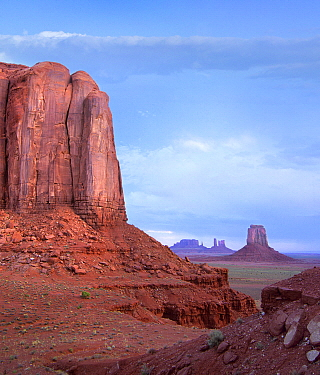 Buttes in desert, Monument Valley Navajo Tribal Park, Utah