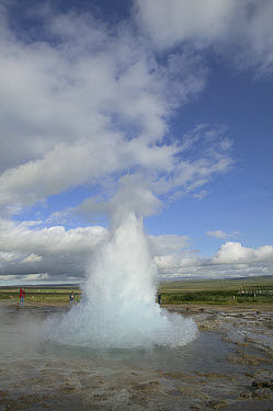 Geyser erupting 20 meters high every 8 minutes, central Iceland. Sequence 1 of 2  -  Cyril Ruoso