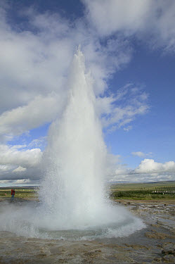 Geyser erupting 20 meters high every 8 minutes, central Iceland. Sequence 2 of 2  -  Cyril Ruoso