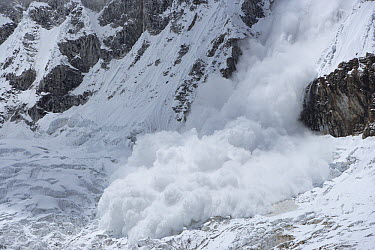 Avalanche in Huandoy Mountains at 6356 meters, Cordillera Blanca Mountain Range, Andes, Peru  -  Cyril Ruoso