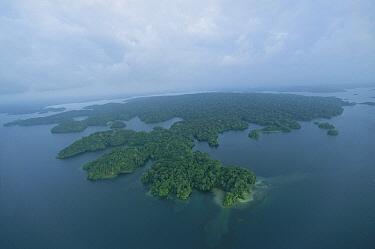 Barro Colorado Island blanketed with lush forest, Gatun Lake, Panama  -  Christian Ziegler