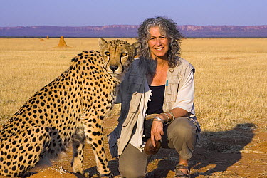 Cheetah (Acinonyx jubatus) ambassador Chewbacca and Dr. Laurie Marker, Cheetah Conservation Fund, Otijwarongo, Namibia  -  Suzi Eszterhas