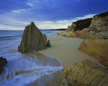 Rocky outcrops on beach, Mimosa National Park, Australia  -  Theo Allofs