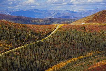Recreational vehicle driving on the Top of the World Highway between Dawson City, Yukon, and Tok, Alaska  -  Theo Allofs