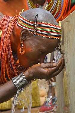 Samburu drinking water at Namunyak Wildlife Conservancy well built by Lewa Wildlife Conservancy, Kenya  -  Suzi Eszterhas