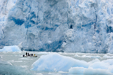 Tourists observing glacier and bergy bits from inflatable boat, southeast Alaska  -  Flip  Nicklin