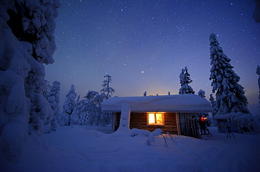 Winter cabin under starlight, Riisitunturi National Park, Finland  -  Sven Zacek/ NiS