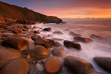 Rocky beach at sunset, Cornwall, England, United Kingdom  -  Bart Heirweg/ Buiten-beeld