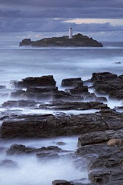 Lighthouse at dusk, Cornwall, England, United Kingdom  -  Bart Heirweg/ Buiten-beeld