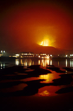 Volcanic eruption, from Fridarhotn Harbour, Eldfell Volcano, Heimaey, Westmann Isles, Iceland,  -  S Jonasson/ FLPA