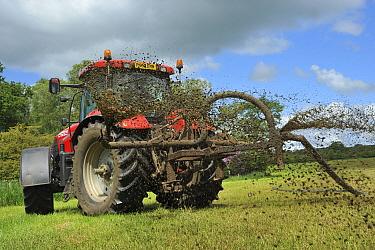 Tractor with umbilical slurry spreader, spreading slurry on grassland, Clitheroe, Lancashire, England  -  John Eveson/ FLPA