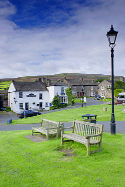 Village green with benches and lamppost, Reeth, Swaledale, Yorkshire Dales National Park, North Yorkshire, England, august  -  Paul Miguel/ FLPA