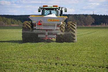 John Deere tractor with Bredal TX spreader, spreading granular fertilizer on arable field, Tierp, Uppsala County, Uppland, Sweden, april  -  Bjorn Ullhagen/ FLPA