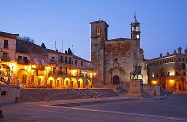 View of city square and church at dusk, Plaza Mayor, Trujillo, Caceres Province, Extremadura, Spain, April  -  Dickie Duckett/ FLPA