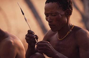 Jo, Hoan bushman with traditional arrow, Bushmanland, Namibia 1996  -  Owen Newman/ npl