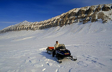BBC NHU film crew travelling by snow mobile, skidoo in search of Polar bears, on location for 'Blue planet', Svalbard, Norway, 1997  -  Doug Allan/ npl