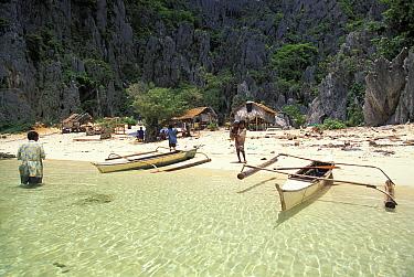 Tagbanua tibe settlement on Coron island, Palawan, Philippines  -  Roberto Rinaldi/ npl