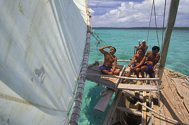 Men sailing a popow, the traditional outrigger canoe used on Yap, Micronesia  -  Roberto Rinaldi/ npl
