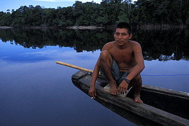 Local river guide sitting on a canoe on the Casiquiare River, an affluent of the Orinoco, flowing into the Rio Negro, which in turn flows into the Amazon, Venezuela, 2001 During Sir Peter Blake's Seam...  -  Franck Socha/ npl
