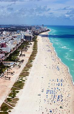 Crowded beach, Miami, Florida, USA, 2001  -  Rick Tomlinson/ npl
