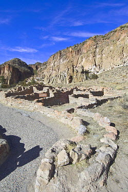 Ruined dwellings of the ancient native american Pueblo people, Bandelier National Monument, New Mexico, USA, February 2009  -  Rob Tilley/ npl