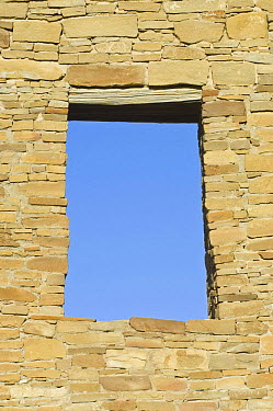 Window, Doorway in ancient ruins of Pueblo del Arroyo, dwelling of the native american Pueblo people, Chaco Culture National Historical Park, New Mexico, USA, February 2009  -  Rob Tilley/ npl