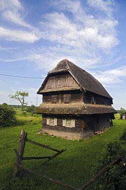 Traditional house made from local Slavonian oak wood, Krapje village, Lonjsko Polje Nature Park, Sisack-Moslavina county, Slavonia region, Posavina area, Croatia, June 2009  -  WWE/ della Ferrera/ npl