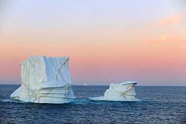 Iceberg at sunset in Davis Strait, off south Baffin island, Nunavut, Canada, August 2010  -  Eric Baccega/ npl