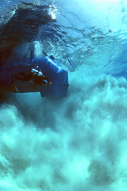 Sandblaster searching and blowing a magnetic hit during the recovery of the shipwreck Las Maravillas, a Spanish galleon sunk in 1658, Bahamas 1987, model released  -  Jeff Rotman/ npl