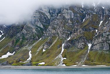 Rugged coastal landscape in Recherchefjorden, Bellsund, southwestern coast of Svalbard, Norway, Europe July 2009  -  Steven Kazlowski/ npl