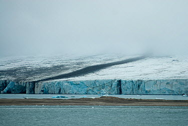 Glacial landscape of Recherchebreen, Bellsund, southwestern coast of Svalbard, Norway, Europe July 2009  -  Steven Kazlowski/ npl