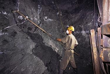 Placing explosives into rock to mine for gold, Fazenda Brasileiro, Bahia, Brazil Vale do Rio Doce company  -  Luiz Claudio Marigo/ npl