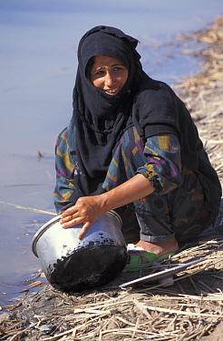 Marsh arab woman washing dish Iran, Iraq border, 1998  -  Nigel Marven/ npl