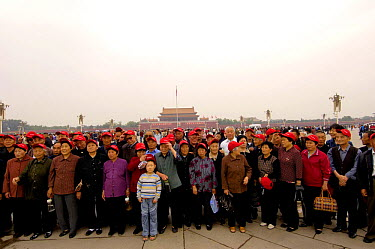 People standing in Tiananmen Square, Beijing, China 2006  -  Pete Oxford/ npl