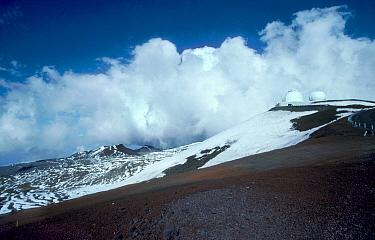 Observatories on Mauna Kea Hawaii USA  -  Georgette Douwma/ npl
