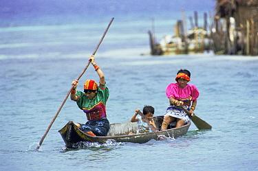 Kuna Indian family in boat crossing water, San Blas Islands, Panama  -  Martin Dohrn/ npl