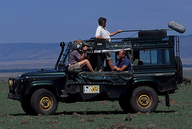 Simon King being filmed on location for BIG CAT DIARY Masai Mara NR Kenya E Africa  -  Angela Scott/ npl