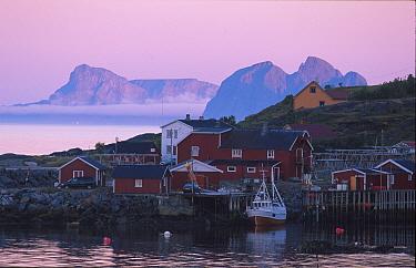 Midnight sun at fishing village, A Lofoten, Nordland, Norway  -  Asgeir Helgestad/ npl