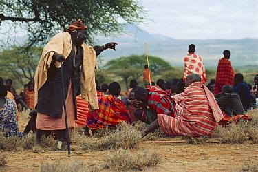 Maasai 'Emowuo-o-lkiteng ceremony, Kedong Valley, Rift valley, Kenya Elder discusses matters relating to ceremonial activities 1985  -  Jabruson/ npl