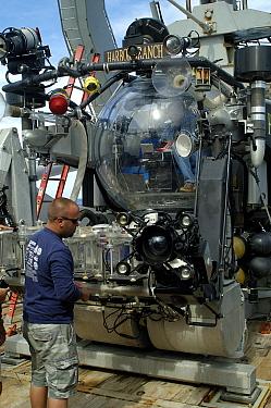 Pre-dive tests on the deep sea submersible Johnson Sealink II, Atlantic  -  David Shale/ npl