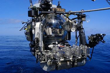 Launch of the deepsea submersible Johnson Sealink II, Atlantic ocean  -  David Shale/ npl