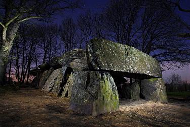 Megalith site Dolmen of La Roche aux F?es at night, Brittany, France  -  Christophe Courteau/ npl