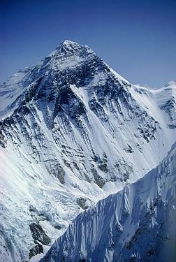 Aerial view of Mount Everest, Nuptse ridge foreground right, Himalayas, Nepal  -  Leo & Mandy Dickinson/ npl