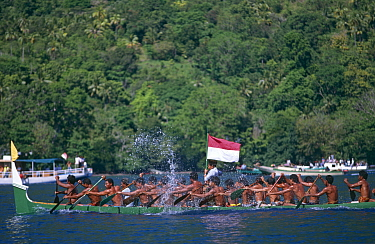 Kora Kora annual race of traditional war canoes, Banda Neira, Moluccas, Indonesia, 1995  -  Peter Scoones/ npl