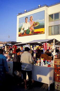 Market scene, Almaty, Kazakhstan, 1997  -  Dan Rees/ npl